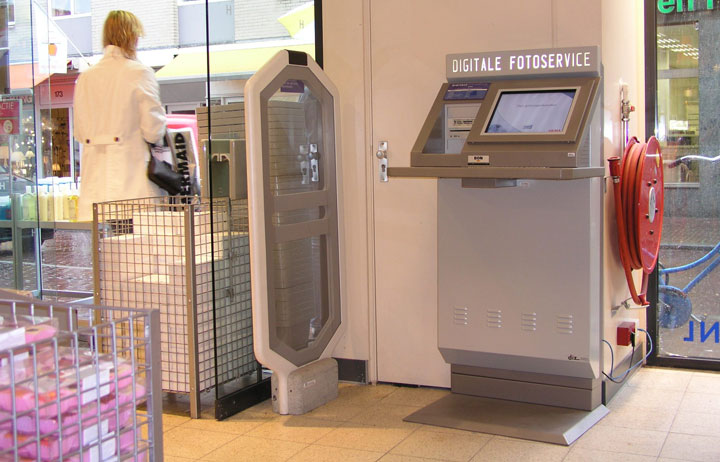 photo kiosks for the HEMA retail