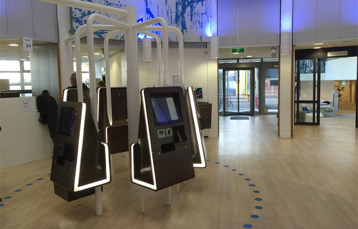 diz informatiezuilen in de publieksruimte van de Gemeente Delft