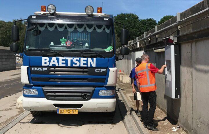 Onbemand vrachten wegen met een weegzuil